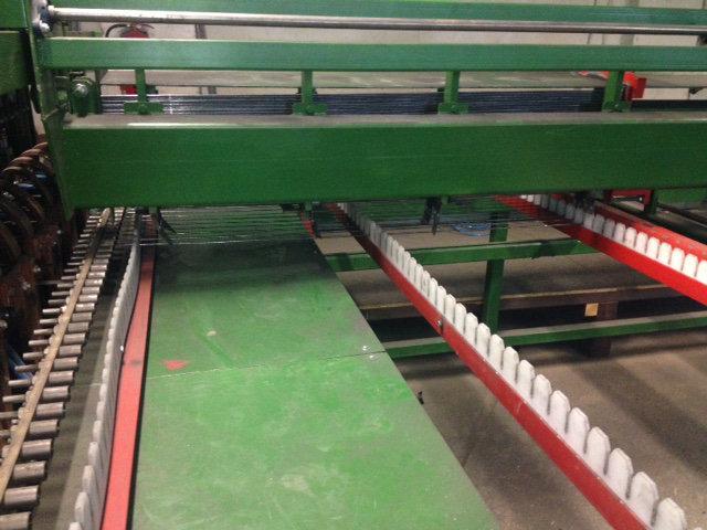 Produkcja paneli ogrodzeniowych: Tak przygotowane pręty umieszcza się w zgrzewarce.